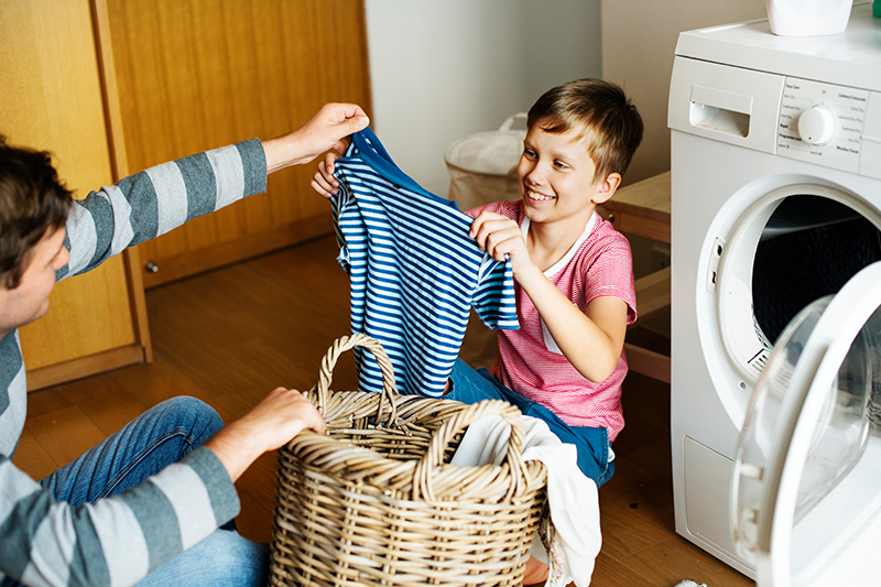 Kućanski poslovi djeci postaju igra