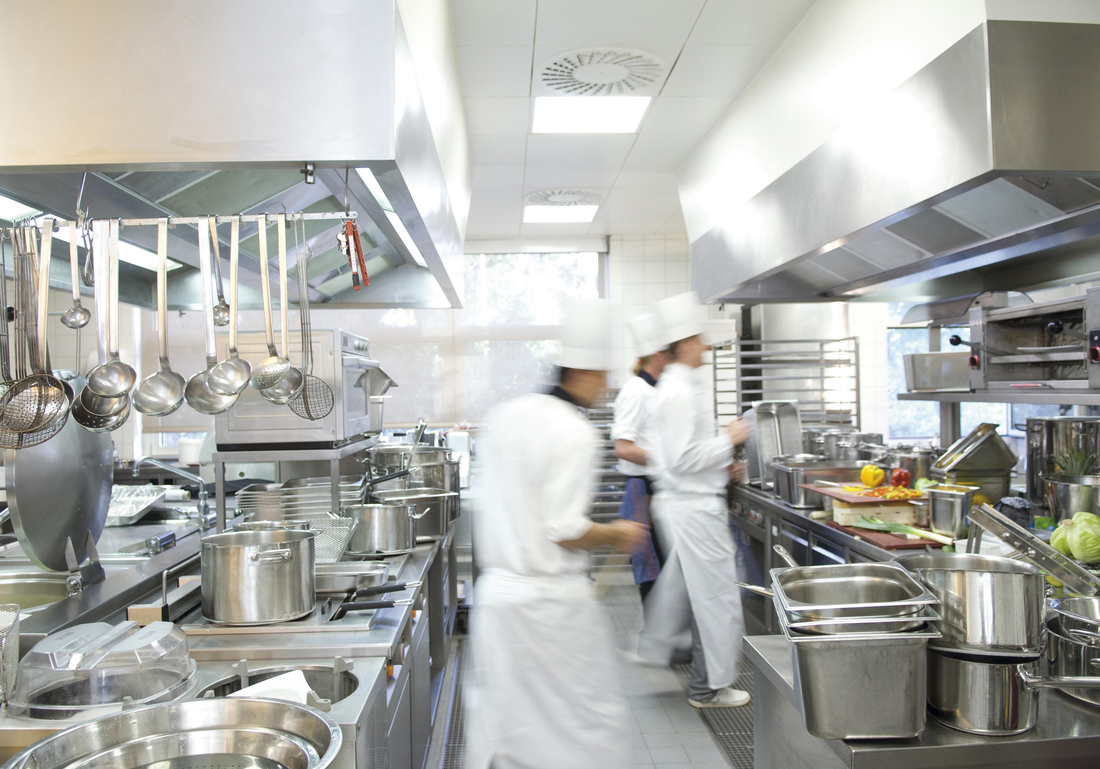Kuhinja nekog restorana i kuhari