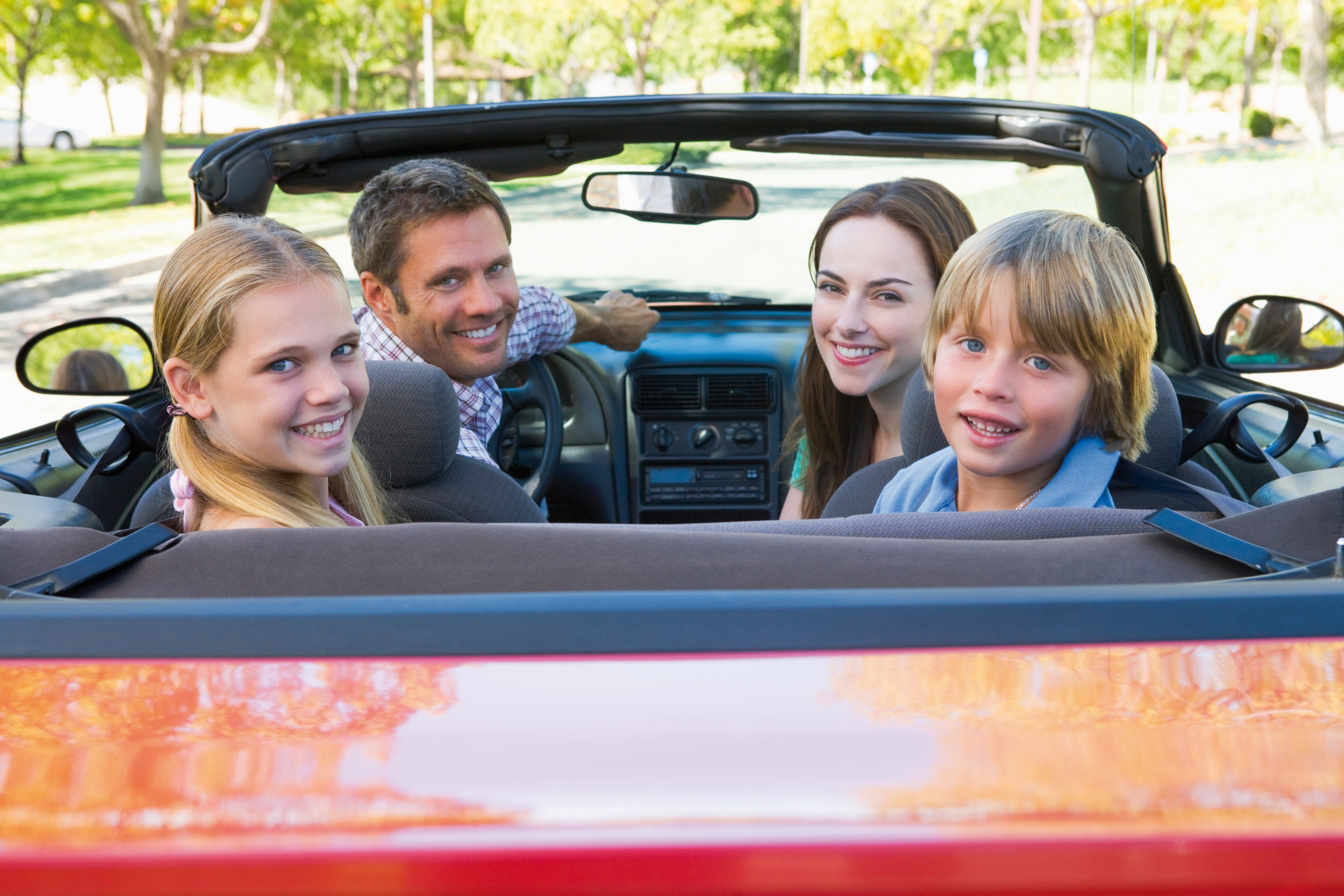 GRAWE Insurance of the driver and the passengers against the consequences of accidents in motor vehicles - Family with daughter and son in cabrio
