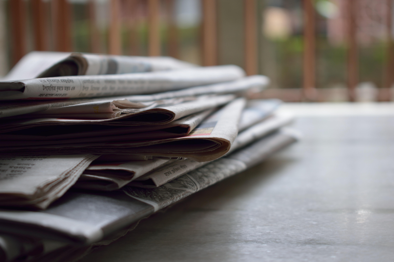 Novine na stolu